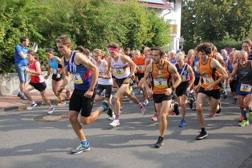 Neue Titelträger bei den hessischen Berglauf-Meisterschaften - Philipp Stuckhardt und Clara Costadura setzen sich durch